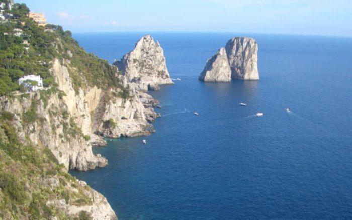 """""""Sono amico di Belen Rodriguez"""". Il finto diplomatico a scrocco 10 giorni a Capri"""