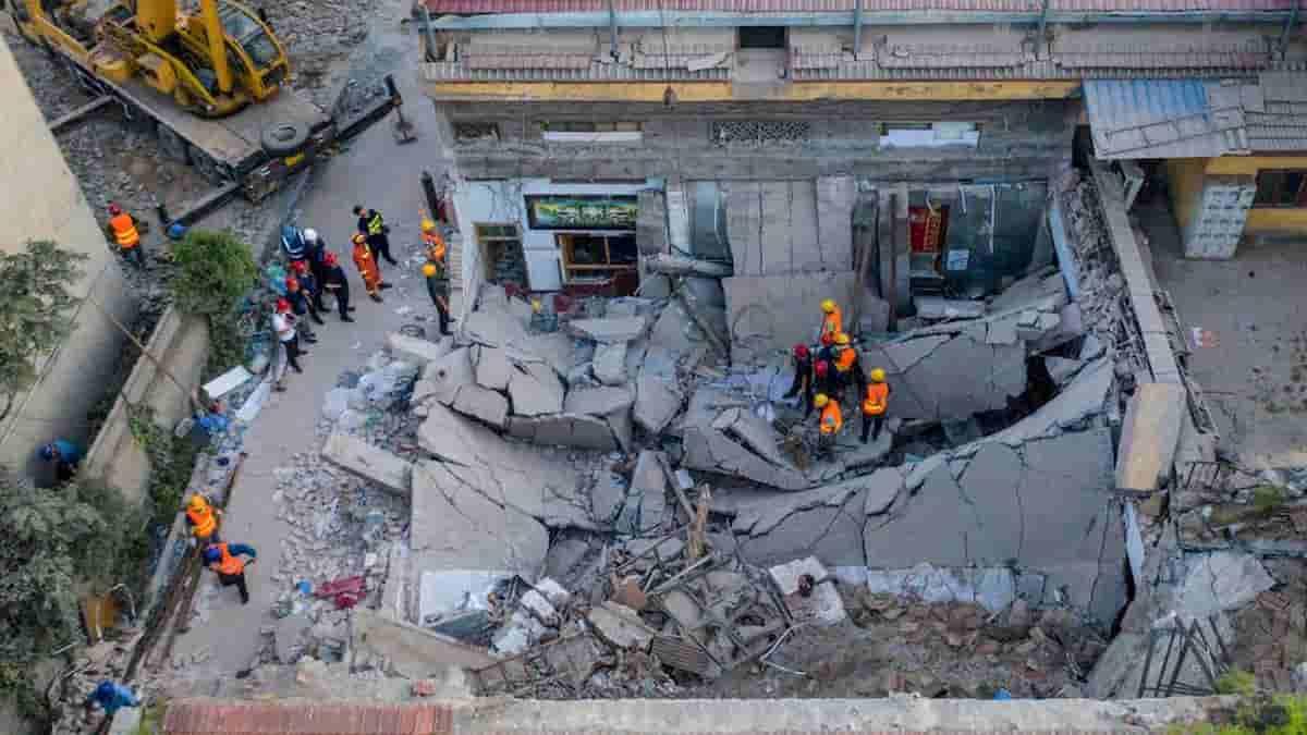 Cina, crolla un ristorante durante una festa di compleanno
