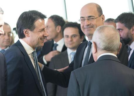 Governo non cadrà comunque: patto Conte-Zingaretti (assieme nella foto) fa impazzire Salvini