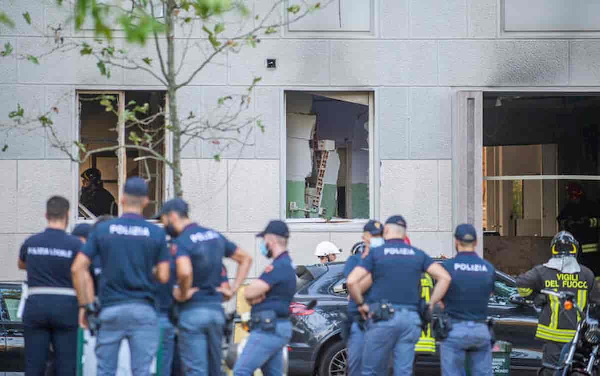 Milano. Esplosione in piazzale Libia: forte come una bomba. E l'onda d'urto sposta un'auto