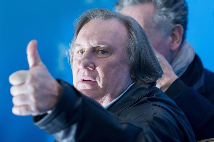 Gerard Depardieu fermato ubriaco in motorino agli agenti dice di volere andare da Putin