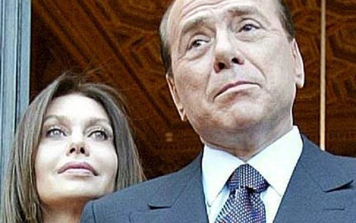Silvio Berlusconi e Veronica Lariom foto ansa