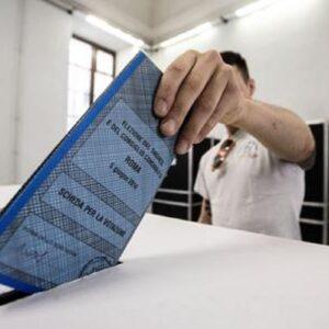 Milano, mancano i presidenti di seggio. Foto d'archivio Ansa