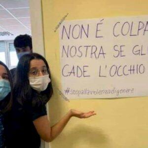 Minigonne studentesse liceo Roma, dove casca l'occhio della stampa e tv