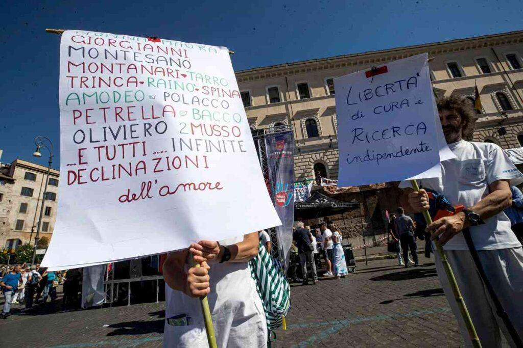 cartelli negazionisti roma