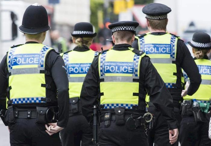 Inghilterra, 15enne spara a un coetaneo vicino la scuola. Arrestato