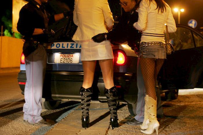 Busto Arsizio, lite con prostituta: il cliente non raggiunge il piacere, poliziotti gli fanno avere sconto