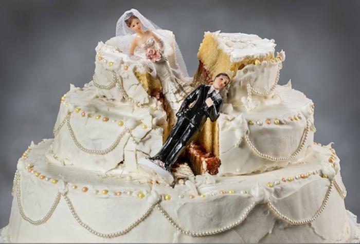 Regalo di nozze scaramantico di un avvocato alla sua praticante: un buono per la separazione