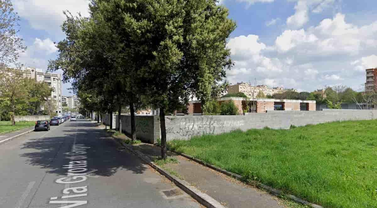 Crolla la copertura di una rimessa dei bus a Roma