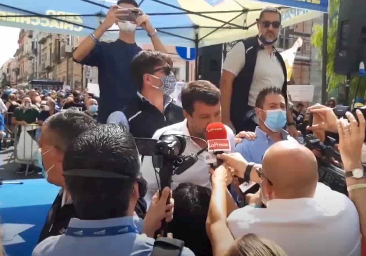 Salvini contestato a Torre del Greco