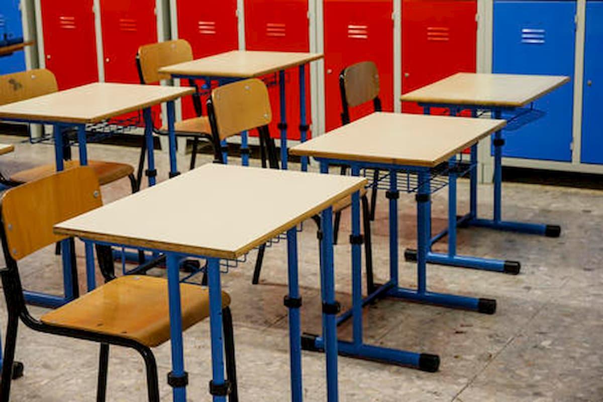 Cisliano (Milano), genitori di due alunni positivi: scuola chiude dopo sei ore dalla riapertura