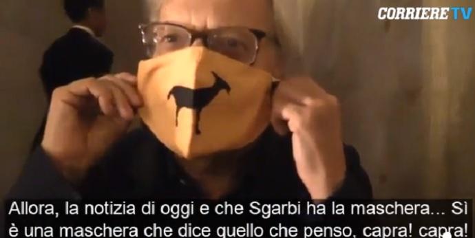 Vittorio Sgarbi senza mascherina saluta e bacia tutti. Sara Serraiocco va via arrabbiata