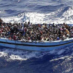 Barconi e migranti, non è tutta umanità dolente quella che sbarca