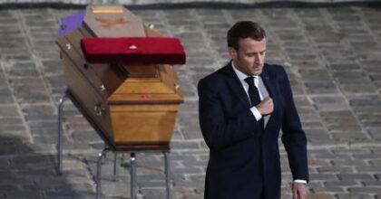 Macron (nella foto al funerale di Samuel Paty) piange al funerale, minaccia islamica, come sterilizzarla?