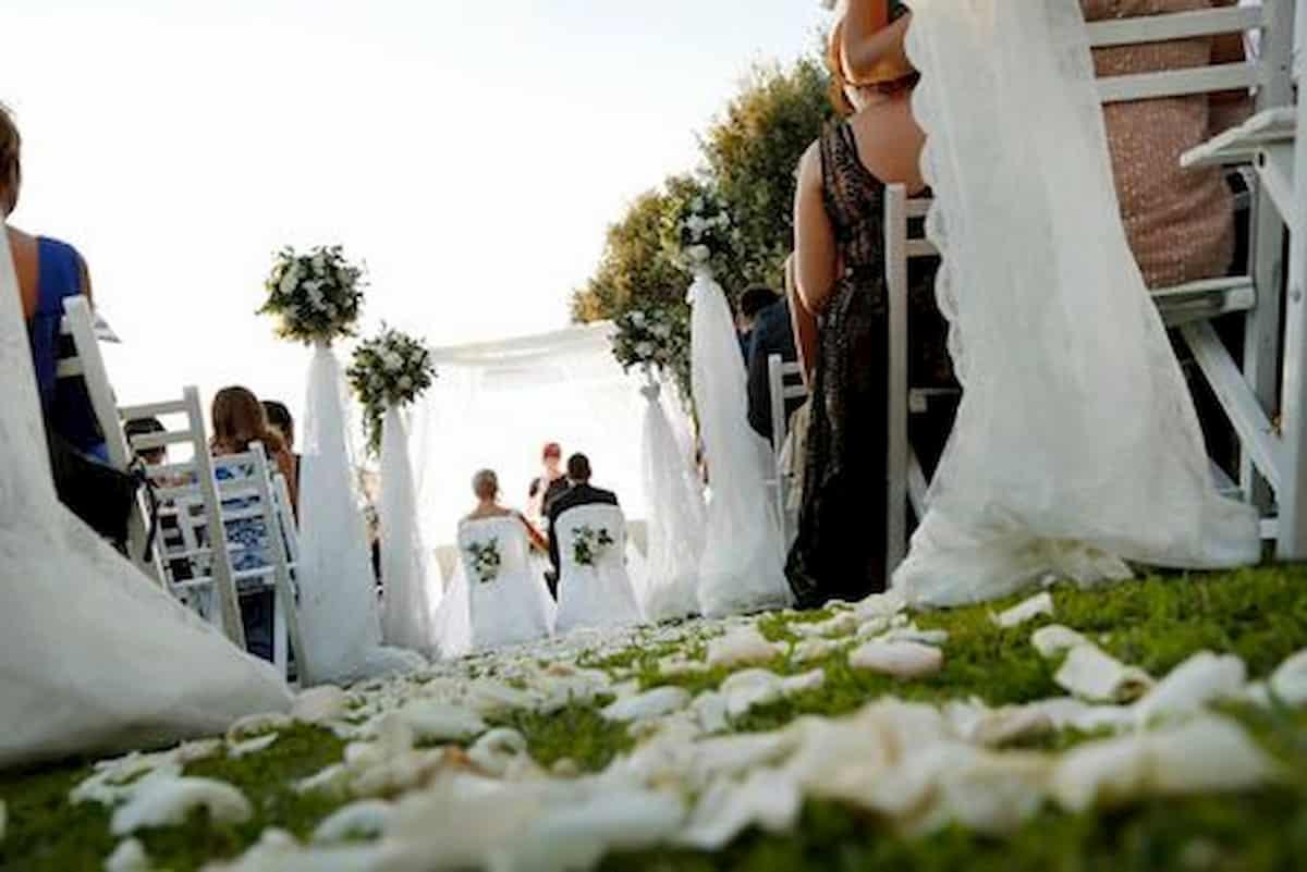 Favoloso Festa ai tempi del Coronavirus: prima comunione in 50, nozze ST88