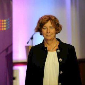Belgio, nel nuovo governo la prima ministra transgender d'Europa. Lei è Petra De Sutter