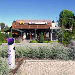 Enel X, 200 punti ricarica per auto elettriche nei McDonald's entro il 2021 in tutta Italia