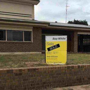 Australia, pubblica la foto della casa del nonno defunto in vendita: C'è un fantasma che lava i piatti?