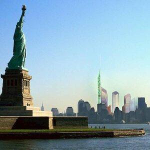 balena nuota a new york, foto ansa