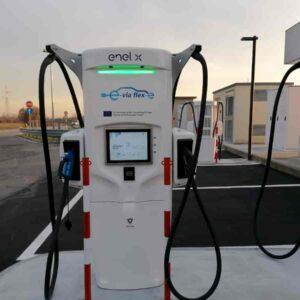 Ip e Enel X: prime stazioni di ricarica ultrafast per le auto elettriche. Un pieno in 15 minuti