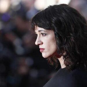 """Asia Argento accusa il regista Rob Cohen: """"Mi ha drogata con una bottiglia di Ghb e poi stuprata"""""""