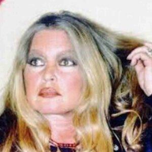 """Brigitte Bardot: """"Covid buono per ridurre la popolazione. Io vivo in mezzo alle capre, non contagiano"""""""