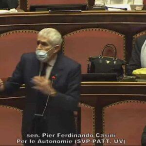 """Casini fa la morale a Conte: """"Recuperi il rapporto con Italia Viva"""". Poi dice sì alla fiducia VIDEO"""