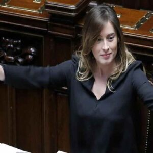 Giulio Berruti andrà all'Isola dei Famosi e chiederà a Maria Elena Boschi di sposarlo in diretta? Ecco la verità