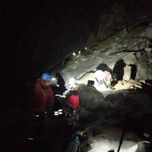 alpinista resta appeso per 8 ore, foto ansa
