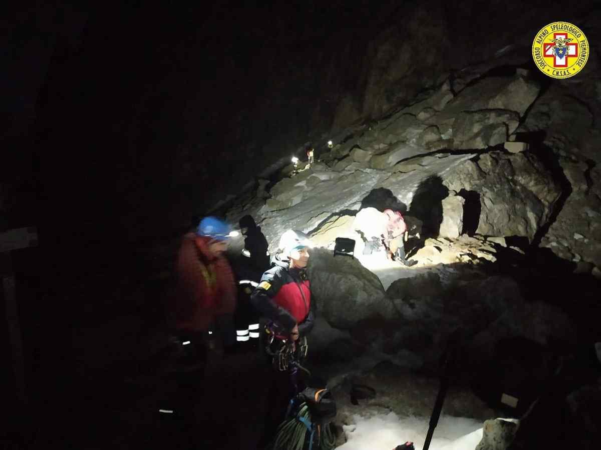 Alpinista appeso 8 ore a 2500 metri in Valle Maira (Cuneo): lo salvano di notte dopo un lungo intervento FOTO