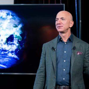Jeff Bezos lascia il vertice Amazon a Andy Jassy: non sarà più il CEO ma il presidente esecutivo
