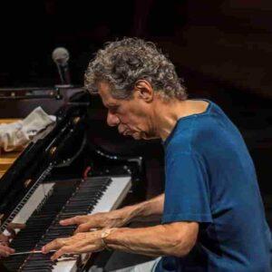 Chick Corea morto per un cancro: pianista jazz leggenda dagli esordi con Miles Davis ai Return to Forever