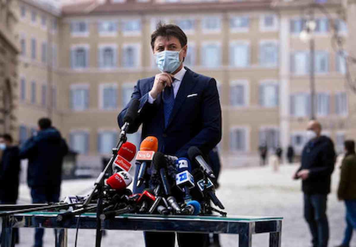 Conte, dal M5s al M5s, il suo futuro segnato da Beppe Grillo: attaccare i cocci del movimento prima che si sciolga