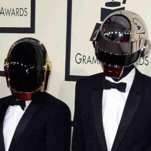 I Daft Punk si sono sciolti: dopo 28 anni il duo francese dice addio con un video di 8 minuti Epilogue