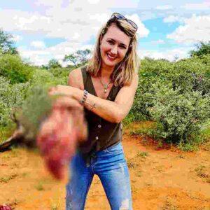 Merelize Van Der Merwe col cuore di giraffa