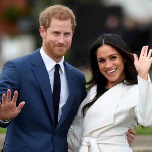 """Harry e Meghan Markle, la regina li priva dei titoli. Loro: """"Continueremo a servire il Regno"""""""