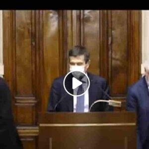 """Maurizio Lupi lapsus: dice """"il presidente Sgarbi"""" anziché Draghi VIDEO E Sgarbi, presente, se la ride"""