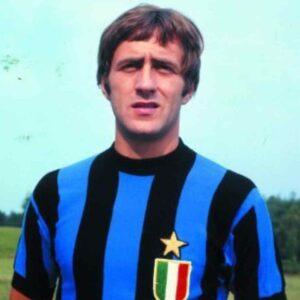Mauro Bellugi è morto: all'ex calciatore avevano amputato le gambe a causa del Covid