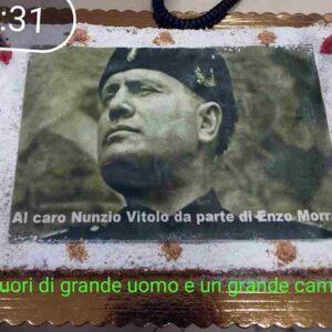 Napoli, torta di Mussolini per la festa di pensionamento in Municipio