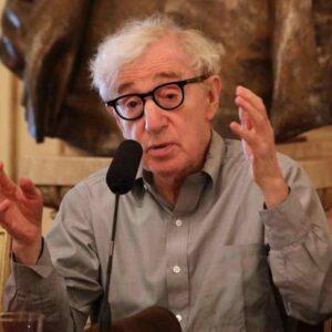 "Woody Allen, nuove accuse shock: ""La storia con Soon-Yi cominciò quando lei era ancora al liceo"""
