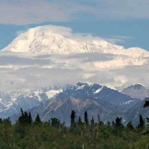 Petr Kellner, miliardario ceco di Ppf muore in incidente in Alaska: elicotter si schianta sulle montagne