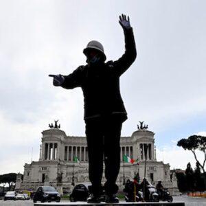 Inquinamento a Roma, la pedana di Alberto Sordi è tornata, ma i vigili vivono meno: sindaco Raggi non si esalti