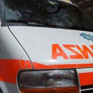 Ambulanza investe coppia all'ospedale di Pavia
