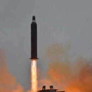 Bimbo twitta dall'account del comando strategico Usa (quello delle armi nucleari) e scatena il caos