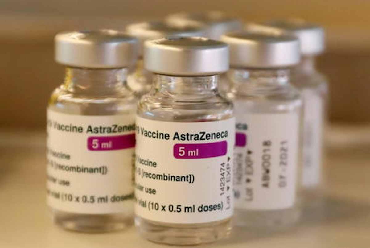 Anagni, stabilimento Catalent: ci sono 45 milioni di dosi di vaccino AstraZeneca contese tra Europa Inghilterra