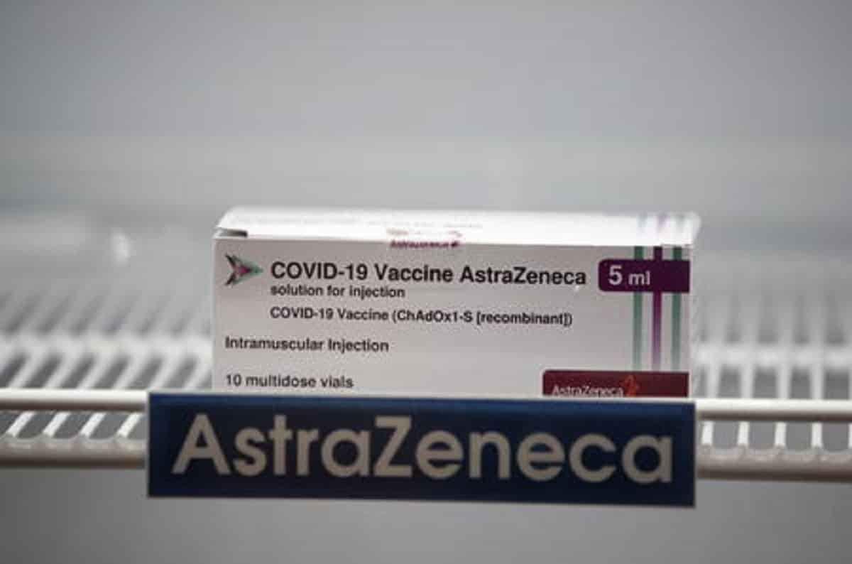 Astrazeneca cambia nome e diventa Vaxzevria. Nel nuovo bugiardino aggiunti i rarissimi casi di trombosi