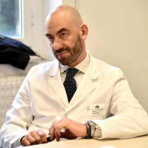 Morti di covid, soltanto un anno dopo, Bassetti diceva: il coronavirus chi sta uccidendo? Statistiche e realtà