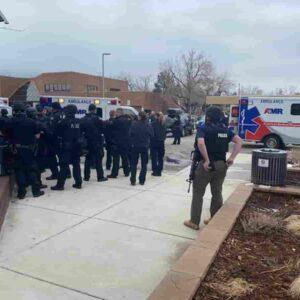 Sparatoria in Colorado, strage al supermercato a Boulder: 10 morti, compreso poliziotto arrivato sul posto