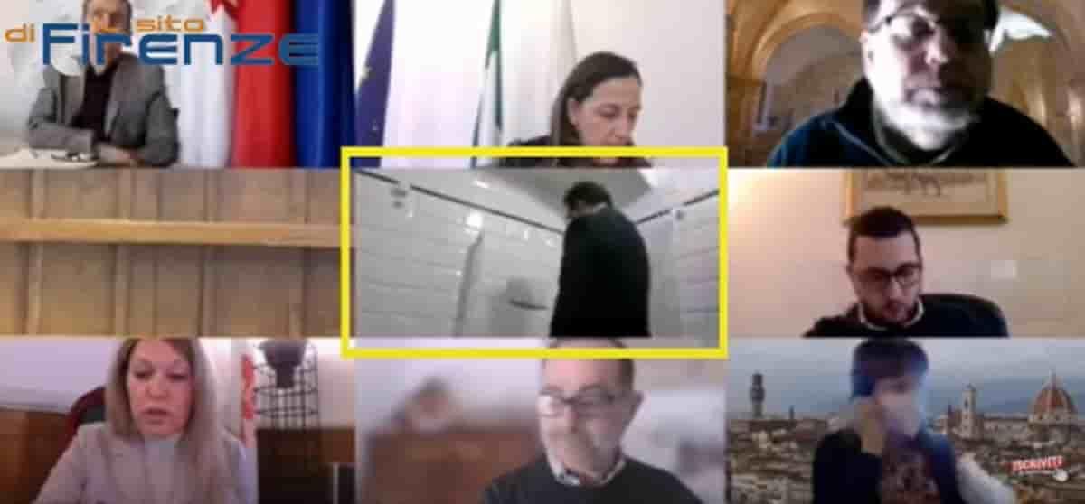 Enrico Conti, consigliere comunale fa pipì in diretta Zoom: aveva lasciato il pc acceso