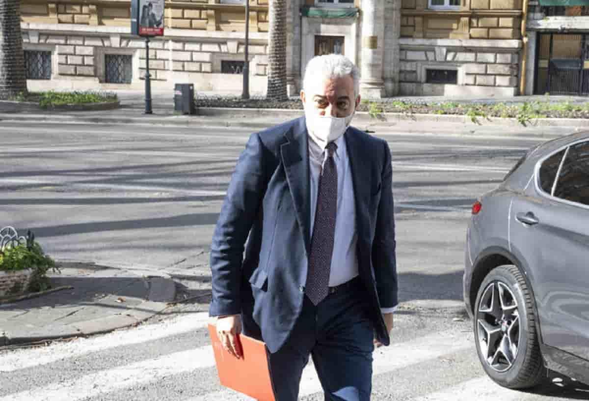 Mario Draghi sostituisce Domenico Arcuri. Il generale Figliuolo nuovo Commissario all'emergenza Covid